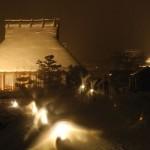 雪のかやぶき家