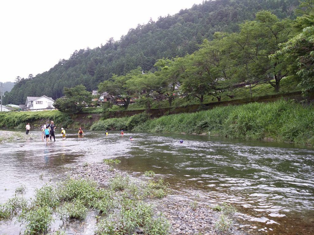 川で流れる!